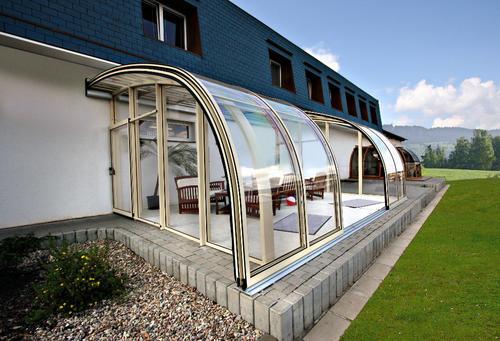 现在流行新式的成都移动阳光房,造型美观还不违建。