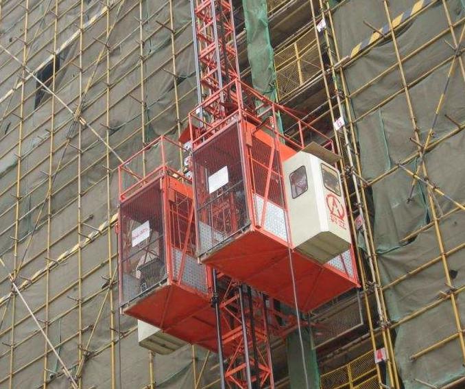 河北某建筑工地施工升降机