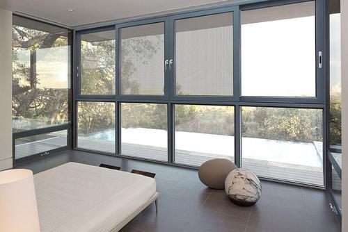 目前,铝合金门窗现已成为建筑门窗的主流产品