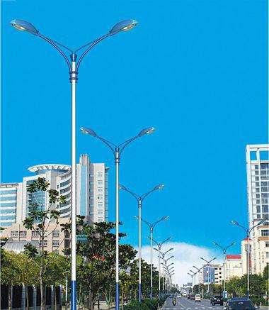 探究太陽能路燈的充放電監測系統