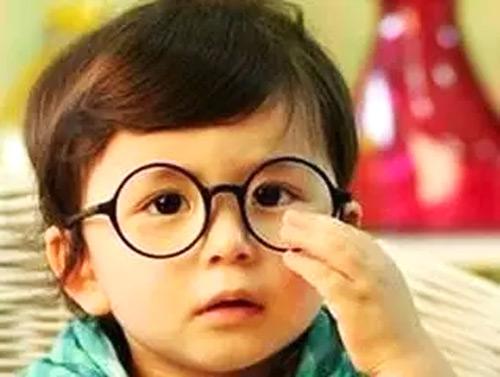 经常出现眼睛视力模糊怎么办?教你几招快速恢复视力