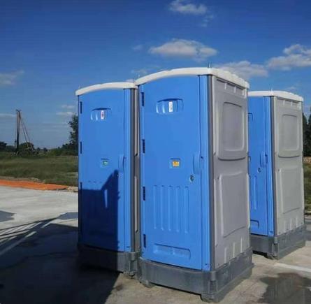 安装移动厕所需要注意什么?兰州移动厕所厂家甘肃兴达来告诉您!
