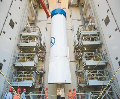 航天主题艺术芯片搭载新一代飞船试验船今日开舱