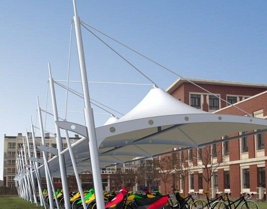 安徽大学学公交站网架结构吊装过程中