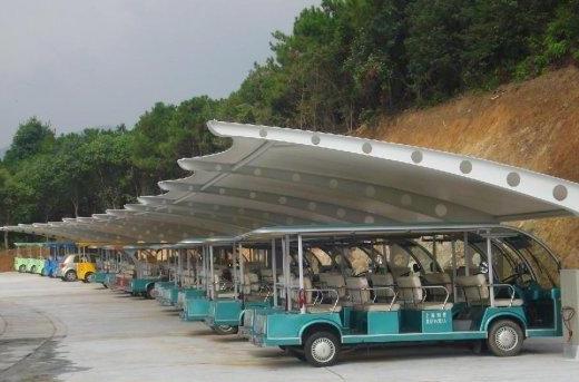 合肥职教城公交站,网架结构吊装过程中