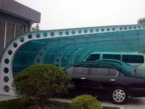 阆中川绵外国语学校体育看台吊装过程中