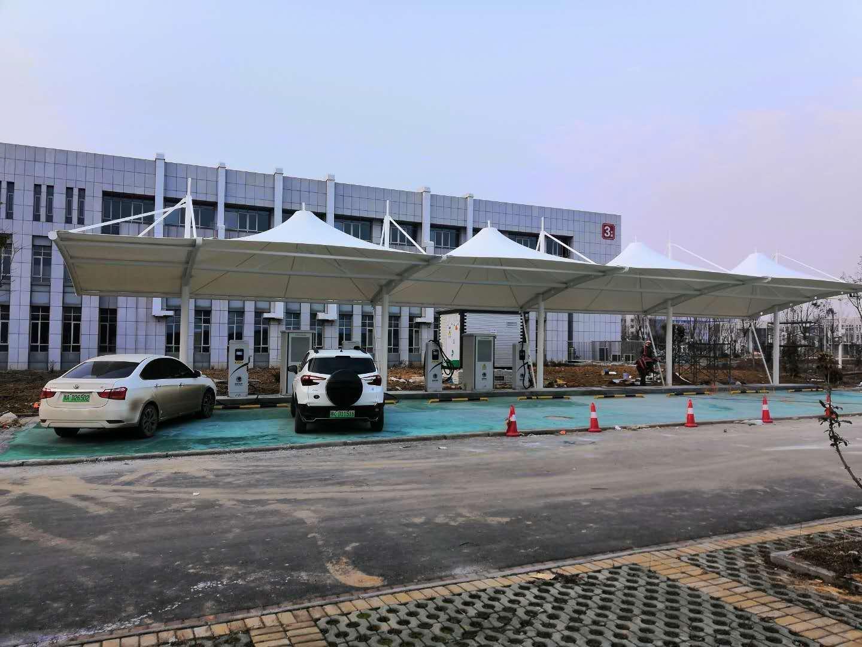 武汉云梦政务中心充电桩车棚顺利交工