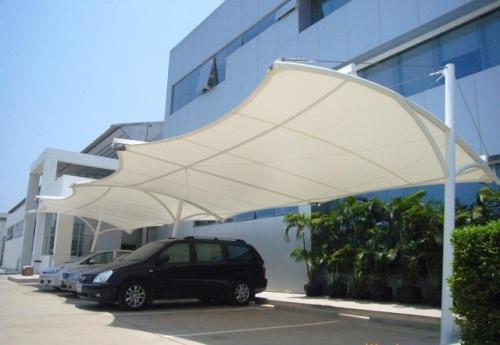 汽车停车棚 膜结构停车棚 四川膜结构车棚公司的安全性如何保障?怎样精确选择停车棚?