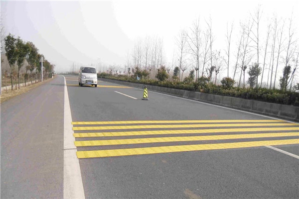 道路划线:热熔标线在道路交通中的应用