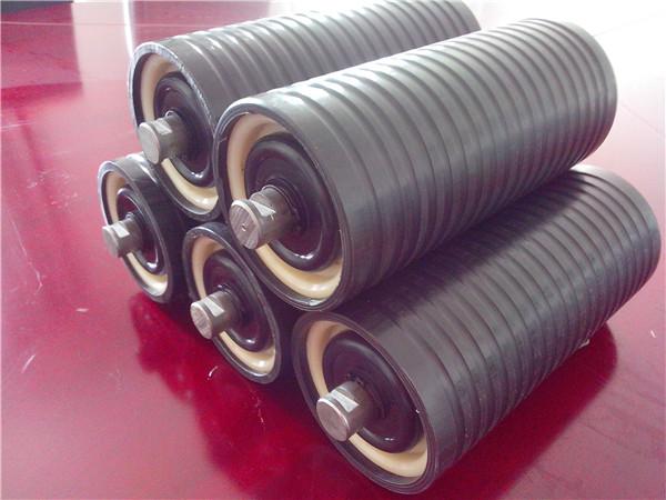 超高分子量聚乙烯托辊都有哪些优点呢?与钢制托辊相比哪种材料性能更优越呢?