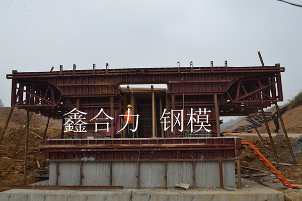 高铁桥台:成都机械模板客户见证