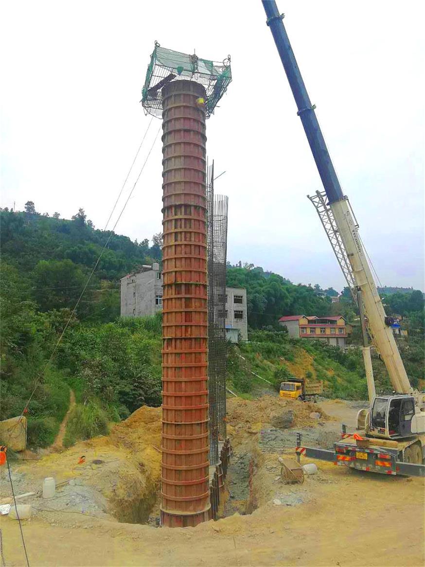 峨汉高速施工现场17米高圆柱模