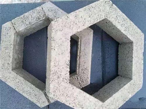 河南护坡砖厂家告诉你水泥花砖机应具备什么特点