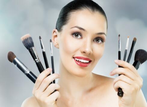 为什么说化妆培训班的老师很在意学员对于粉底的使用呢
