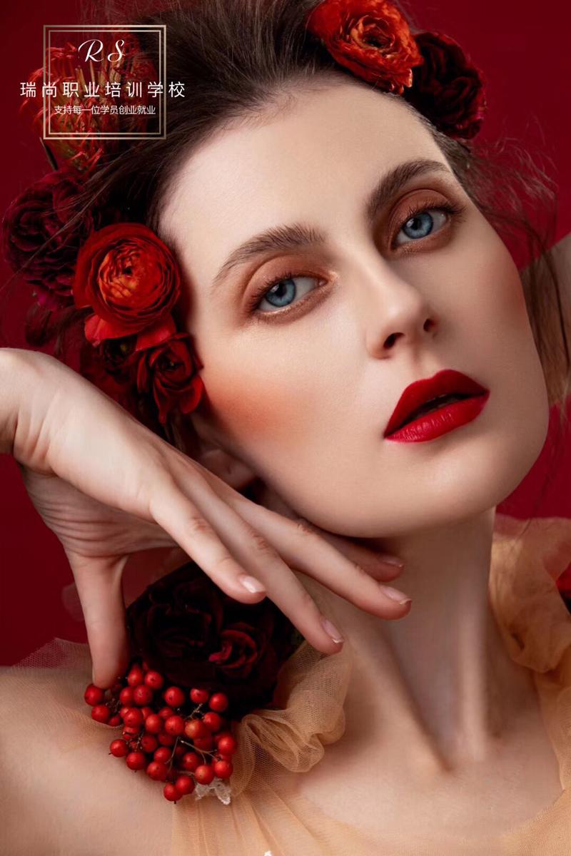 来看看学习化妆的小姐姐都是咋样来学习化妆技巧的