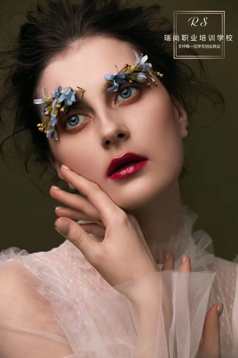 瑞尚化妆学校的化妆培训课程中竟然有这样的化妆方法