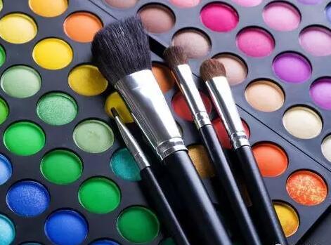 眼影这种化妆技巧化妆学校怎么样来培训的
