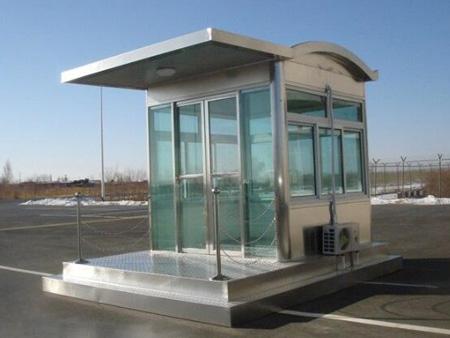 兰州龙发为安宁区某房地产公司提供站台岗亭制作安装