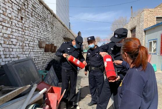 盐桥路派出所开展加油加气站、废旧物资回收业专项安全大检查