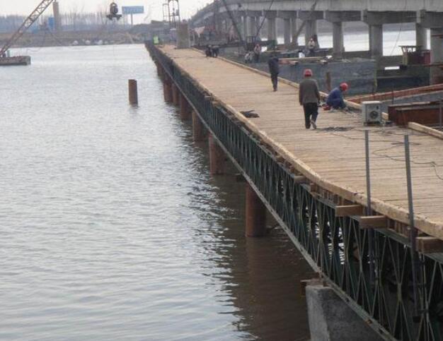钢便桥施工