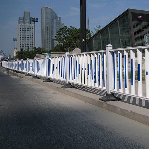 四川钢护栏安装案例