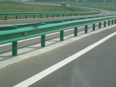 四川钢护栏中波形护栏的介绍