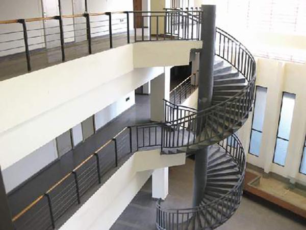 钢结构楼梯扶手安装