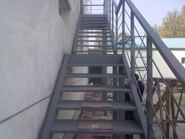 室外钢结构楼梯