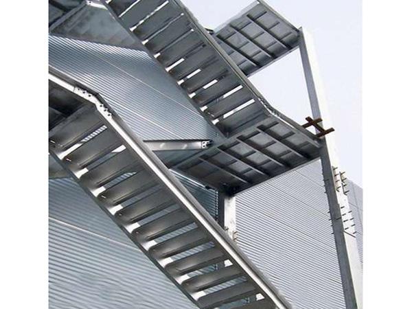 户外钢结构楼梯安装