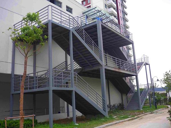 户外钢结构楼梯