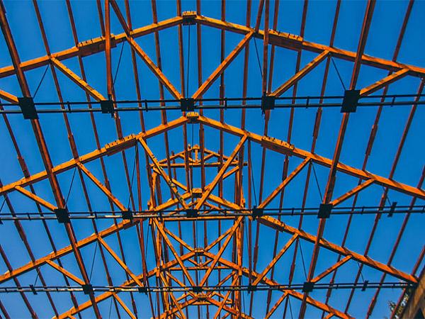 建筑钢构工程的技术性专业都有哪些优点可谈呢