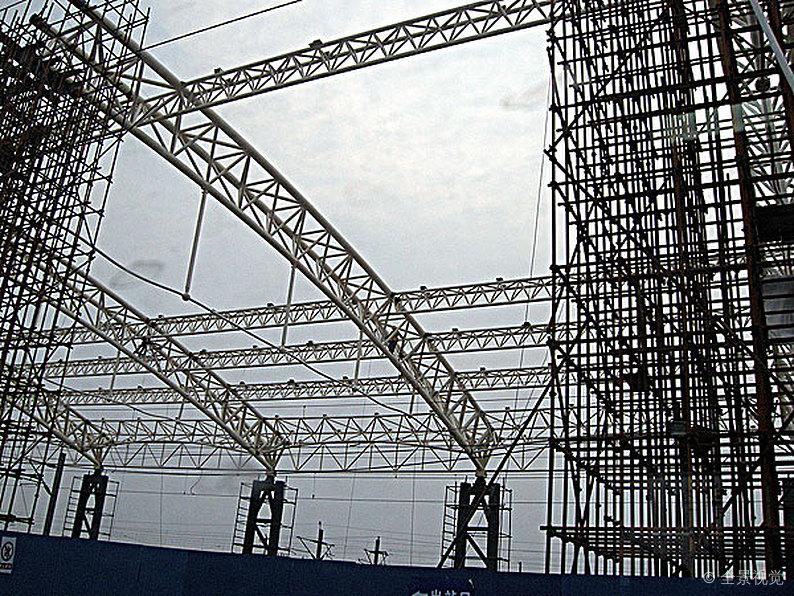 钢结构厂家施工的平稳要素讲解,钢构施工需要留意的地区