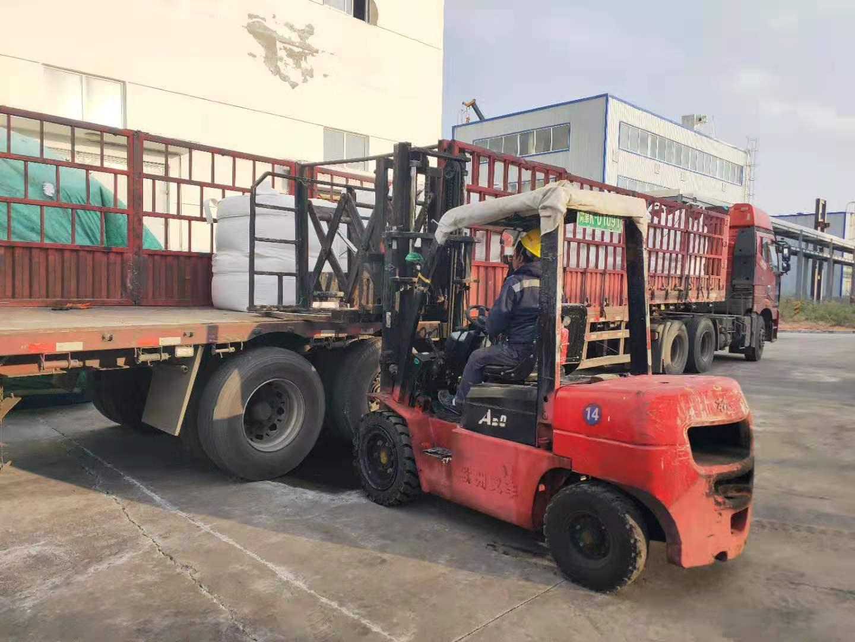 内蒙古化肥物流运输,公司装车中