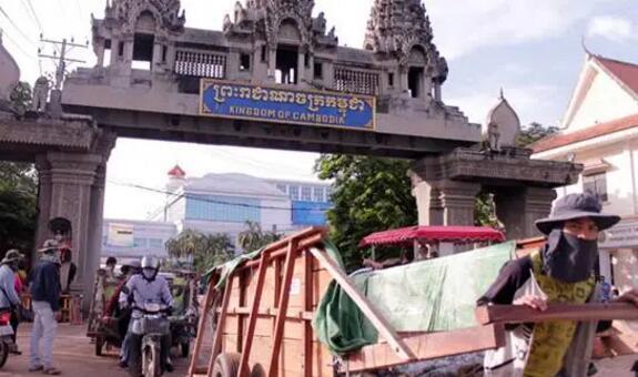 柬埔寨马德望省与泰国相临的一个边境口岸