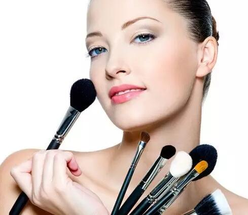 既然你想要学习化妆 那么这些化妆学校的背景就要明白些
