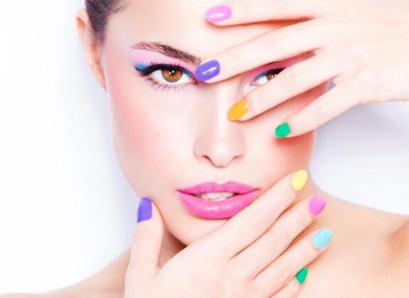 化妆技术培训哪家强,如何寻找适合自己的化妆培训机构呢?