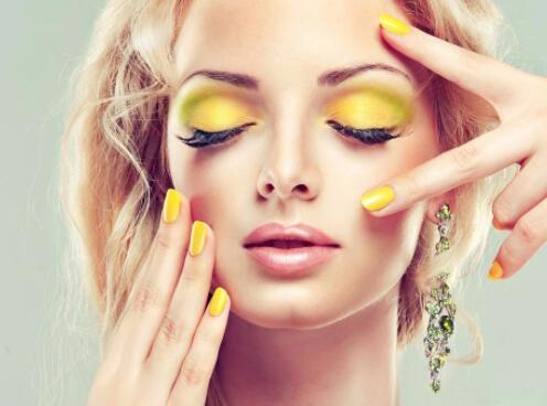各位爱美的小姐姐们注意了 化妆中出现了柠檬这样的异类