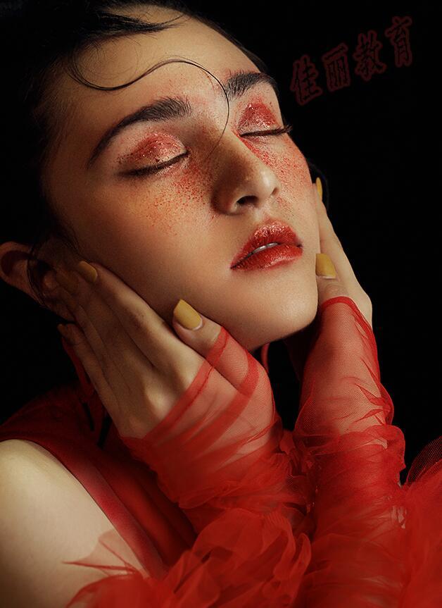佳丽就跟大家普及一下化妆师的就业分析