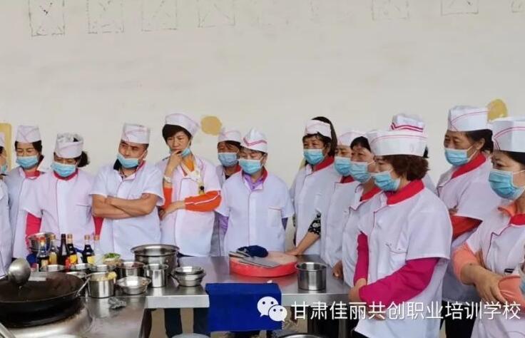 佳丽教育在河口镇岗镇村承办中式烹饪培训班顺利结业啦!!!