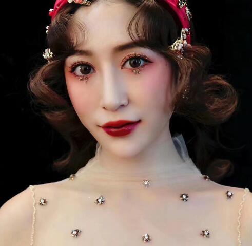 化妆培训学校对眉毛的画法做出了正确的解释