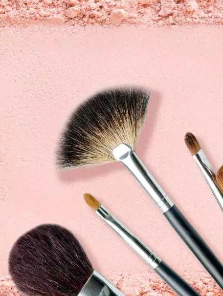 化妆能提升一个人的自信度和愉悦感吗?