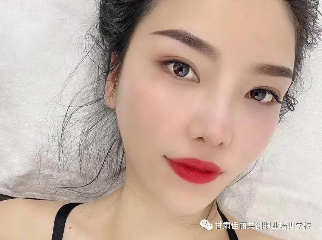 什么样的定妆术可以让人素颜也很美?