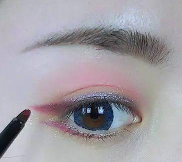 甘肃化妆培训学校:眼影怎么涂好看?