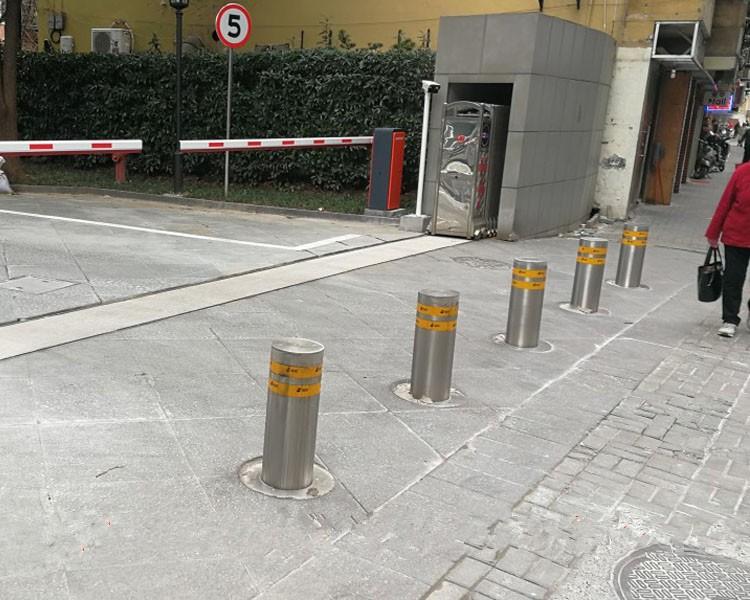 采用成都升降路桩解决小区内院停车秩序问题