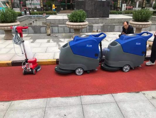 物业公司使用洗地机、尘推车、吸尘吸水机