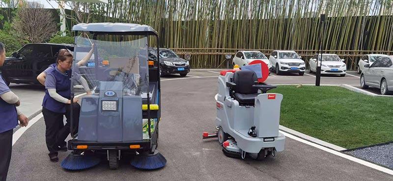 青龙置业采购扫地车和洗地机用于售楼部地面清洁