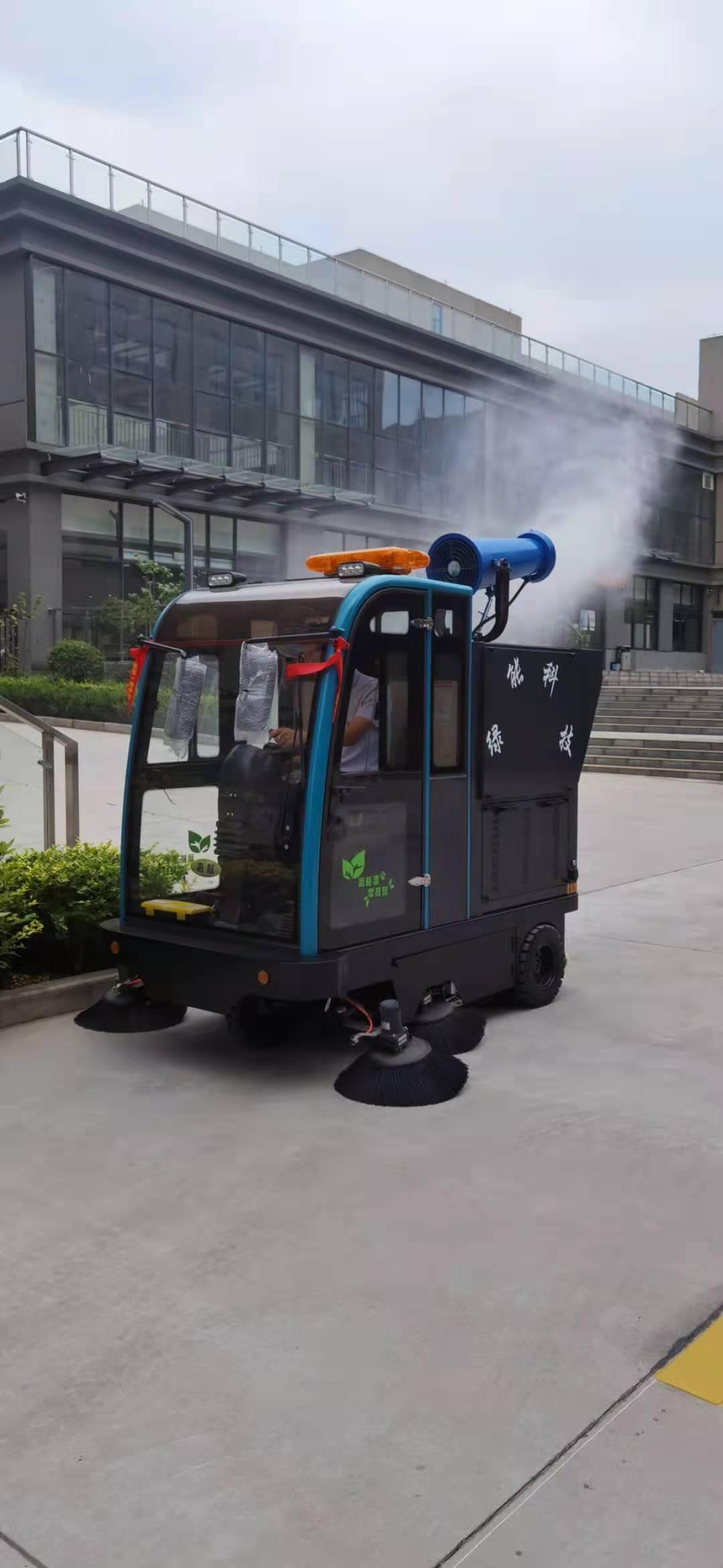 厂园区使用雾炮、高压冲洗、扫地、吸尘、洒水五合一扫地车