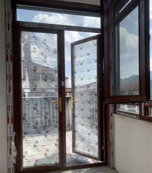 惠州某小区断桥铝门窗安装现场