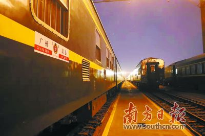 """1月7日16时10分 今年春运首列""""支南列车""""抵达广州 发往四川"""