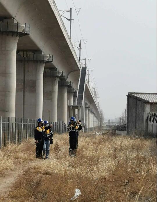 内蒙古自治区护路办和中铁呼和局集团有限公司对乌兰察布市铁路沿线安全情况进行专项检查